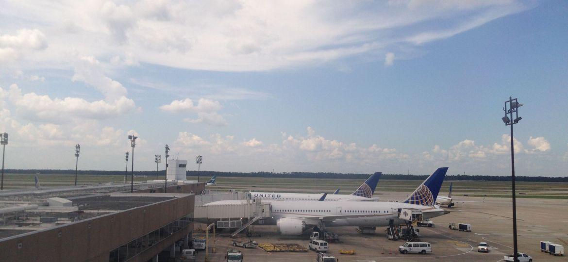 airport-planes-unitedcontinental-airways-airlines-fly-ual-zdroj-w4t