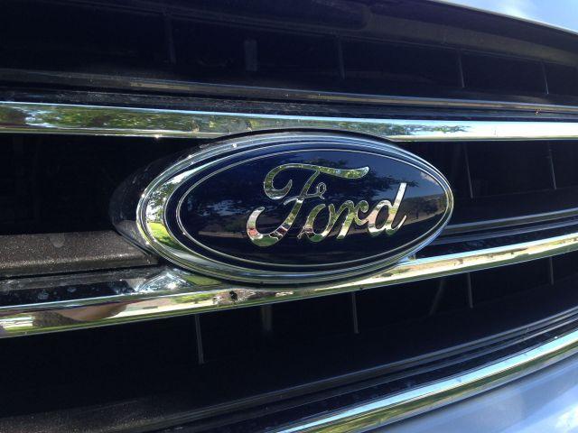 car-auto-ford-zdroj-w4t
