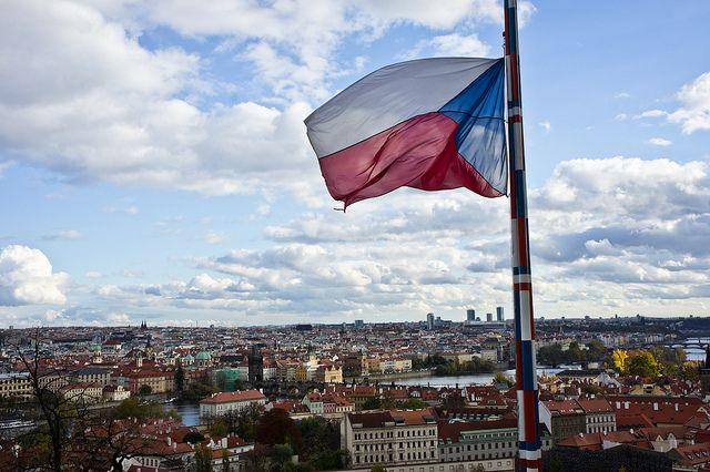 czech-prague-flag-zdroj-sebastien-avenet