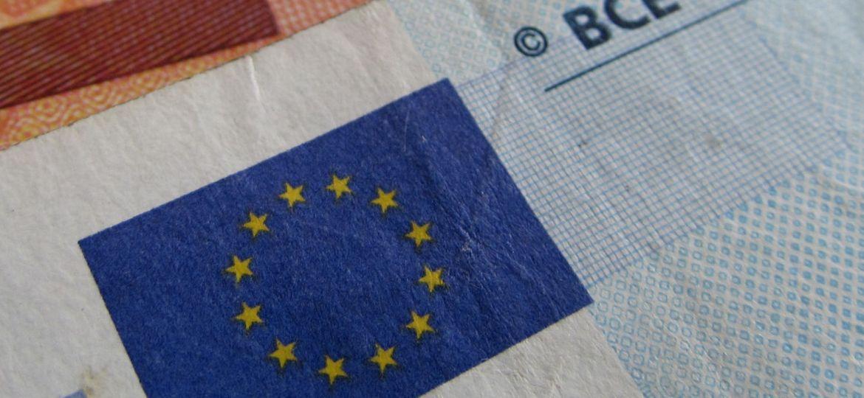 eur-euro-ecb-flag-zdroj-w4t