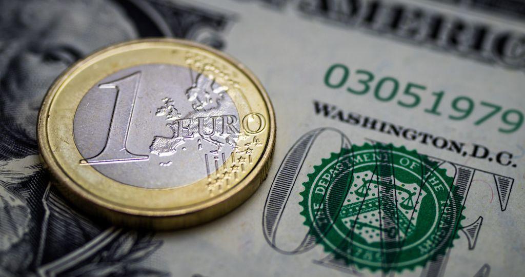 euro-dollar-usd-money-forex-zdroj-Skley