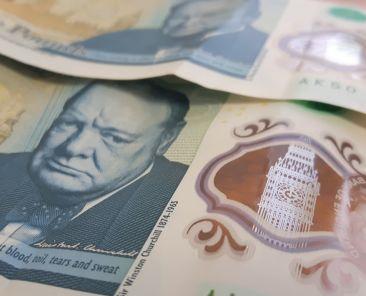 gbp-britain-england-pound-plastic-notes-zdroj-w4t