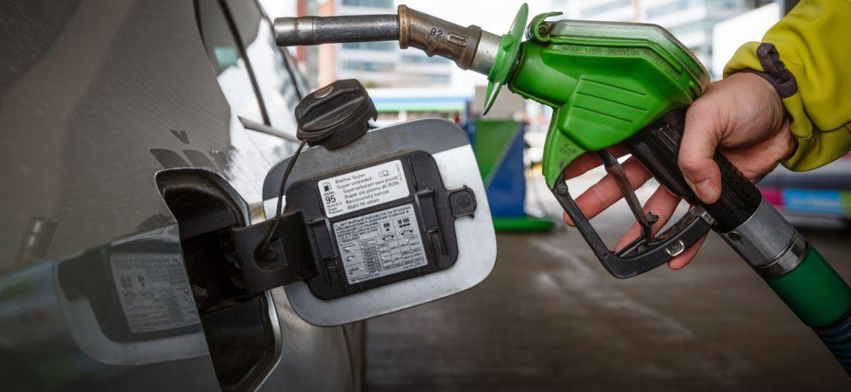 benzinová pumpa, pohonné hmoty, čerpání benzín, čerpací stanice PHM, tankování, tankovací pistole Foto MAFRA - František Vlček