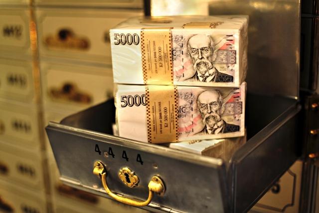 přepravní bezpečnostní schránka, bankovní trezor, Muzeum ČNB, 5000 Kč, koruna, česká koruna, bankovka, peníze, měna, 100.000.000,- Kč --- Mock-up 5000 CZK, Czech money, bank