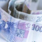 Koruna dnes mírně posílila k euru, vůči dolaru naopak ztrácela