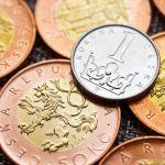 Koruna je k euru nejsilnější za poslední dva týdny, k dolaru od začátku prázdnin