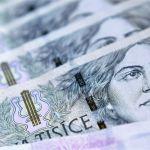 Koruna si mírně polepšila k dolaru, na euro naopak ztrácela