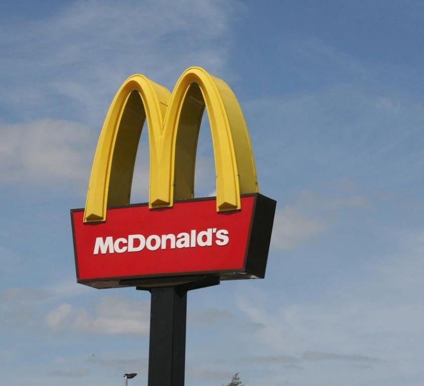 5467337_mcdonalds-big-mac-fast-food-ochranna-znamka-v0