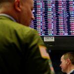 Akcie v USA před zasedáním Fedu a výsledky rostly, dolar oslabil