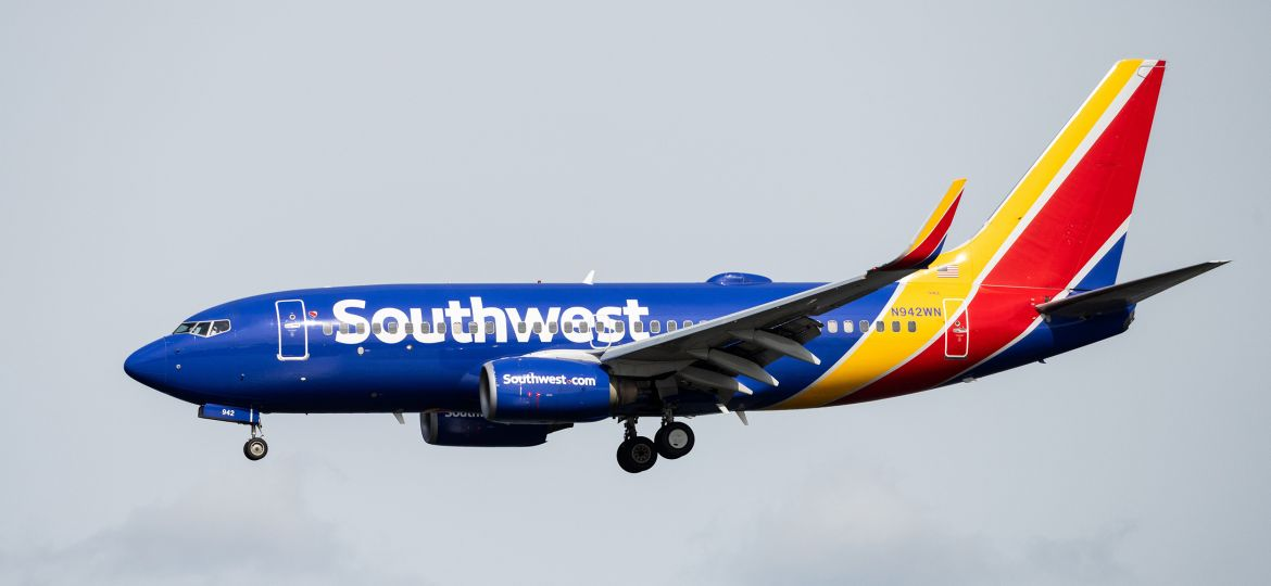 Image: A Southwest Airlines Boeing 737-7H4 landing at Ronald Reagan