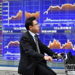 Asijské akcie se snaží stabilizovat, obavy vzbuzuje růst v Číně
